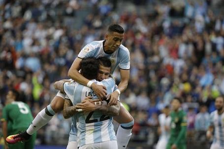 Argentina giành chiến thắng quá dễ dàng ở vòng bảng