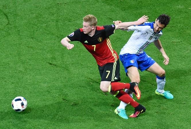 De Bruyne (7) đang phải nỗ lực hồi phục từ chấn thương  /// AFP