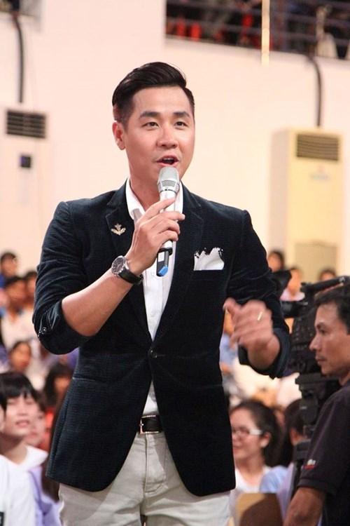 MC Nguyên Khang: 'Tôi không dại dột đương đầu với người yêu vì bóng đá' - ảnh 1