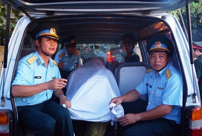 Phi cong Tran Quang Khai da ve den dat lien hinh anh 2