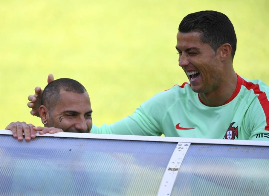 Ronaldo tich cuc tap luyen sau khi bi si nhuc hinh anh 10