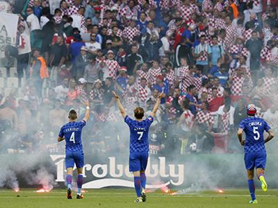 Vì sao CĐV Croatia phá trận đấu của đội nhà