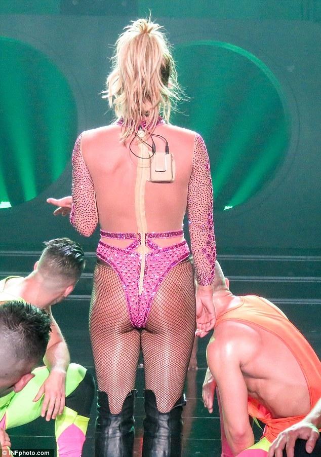 Britney Spears gây sốc với loạt đồ diễn sexy như nội y - 7