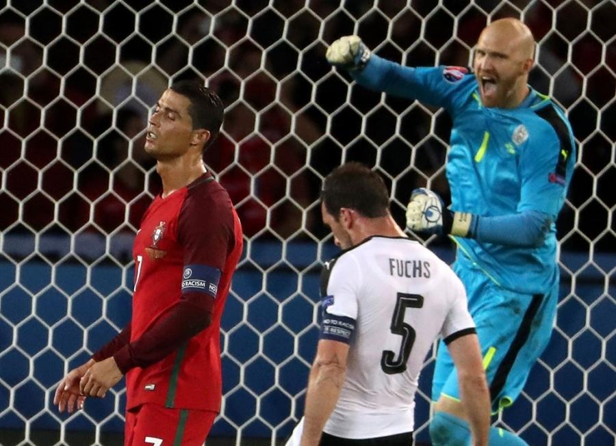 Doi hinh hay nhat luot thu hai vong bang Euro 2016 hinh anh 2