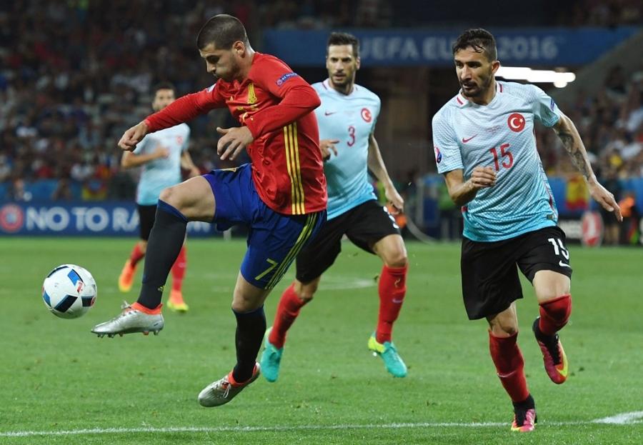 Doi hinh hay nhat luot thu hai vong bang Euro 2016 hinh anh 12