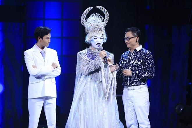 Hari Won tat 'gao nuoc lanh' vao Tran Thanh tren ghe nong hinh anh 2