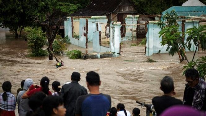 Lũ quét phá huỷ nhiều ngôi nhà tại Indonesia trong gày 18.6.2016 /// Reuters