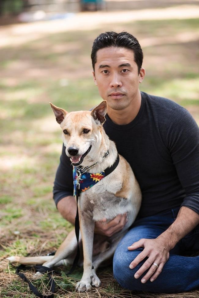 Người đàn ông 3 lần không ngại hy sinh tính mạng mình để giải cứu những chú chó từ lò mổ - Ảnh 3.