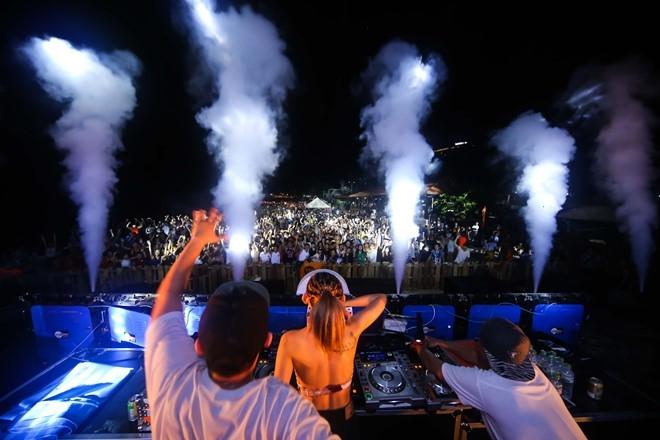 Nu DJ Top 4 EDM Viet Nam khuay dao khan gia Vung Tau hinh anh 2