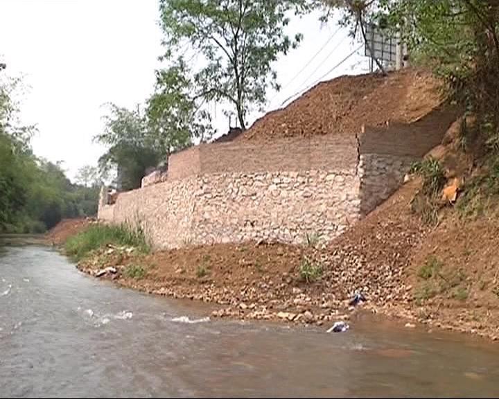 Vụ việc xây chuồng gà phải xin phép ở Cao Bằng gây xôn xao dư luận thời gian gần đây