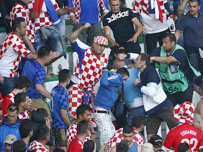Hooligan Croatia lại có kế hoạch khiến đội nhà bị loại