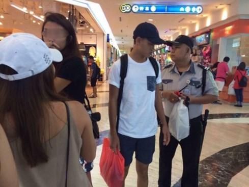 Bị bắt vì trộm cắp, thiếu nữ Singapore vẫn tươi cười chụp ảnh - ảnh 3