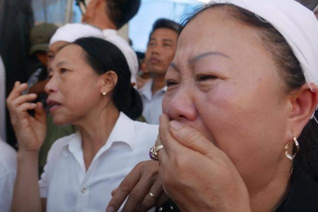 Đón người lính trở về trong nước mắt.