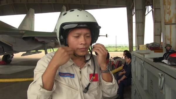 Clip: Chiếc ghế phía sau máy bay SU30 - MK2 - Ảnh 2.