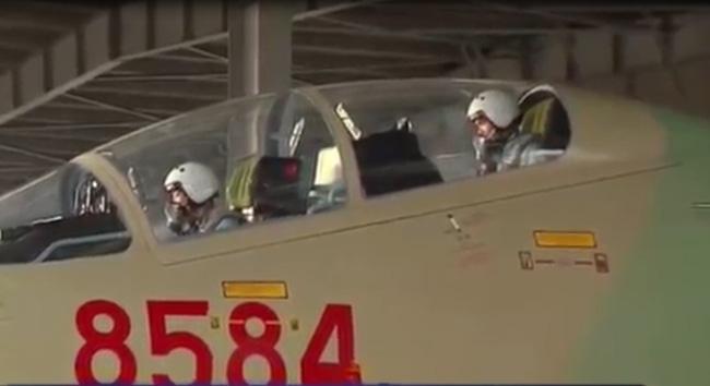 Clip: Chiếc ghế phía sau máy bay SU30 - MK2 - Ảnh 3.