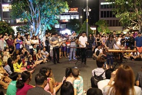 Cô gái trẻ bị dàn cảnh giật điện thoại ở phố đi bộ Nguyễn Huệ - ảnh 4