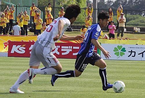 cong-phuong-lan-thu-hai-duoc-ra-san-o-j-league-2