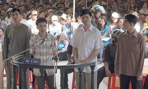 Băng cướp được xét xử lưu động tại huyện Nhơn Trạch, Đồng Nai. Ảnh: Đồng Nai