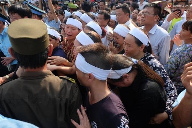 Linh cữu Đại tá Trần Quang Khải đã về đến quê nhà - Ảnh 1.