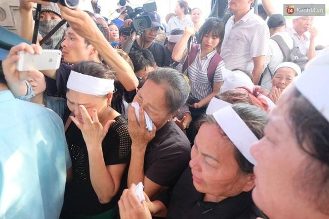 Linh cữu Đại tá Trần Quang Khải đã về đến quê nhà - Ảnh 3.