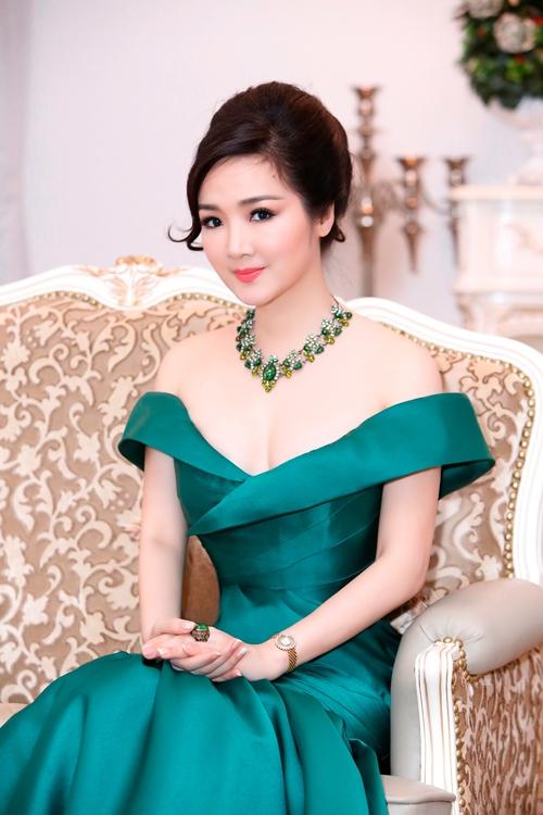 giang-my-sexy-buoc-xuong-tu-xe-sang-4