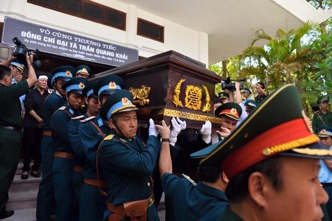 Hinh anh xuc dong trong dam tang phi cong Tran Quang Khai hinh anh 13