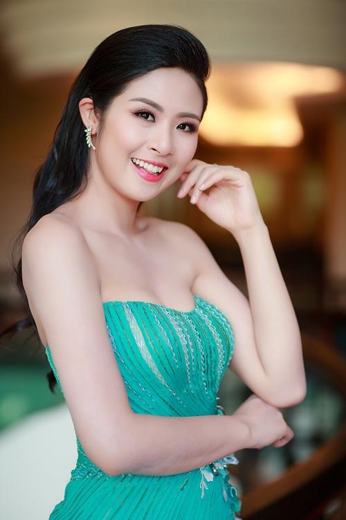ngoc-han-khoe-kheo-vai-tran-nguc-day-4