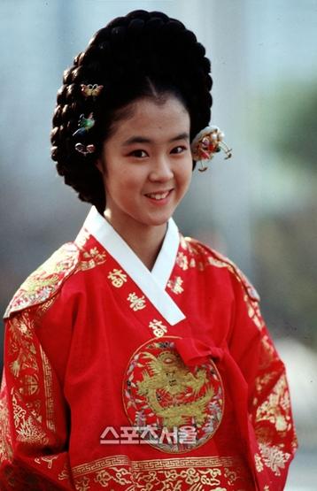 Nữ diễn viên đóng phim nóng vì phải gánh nợ cho cha - Ảnh 2.