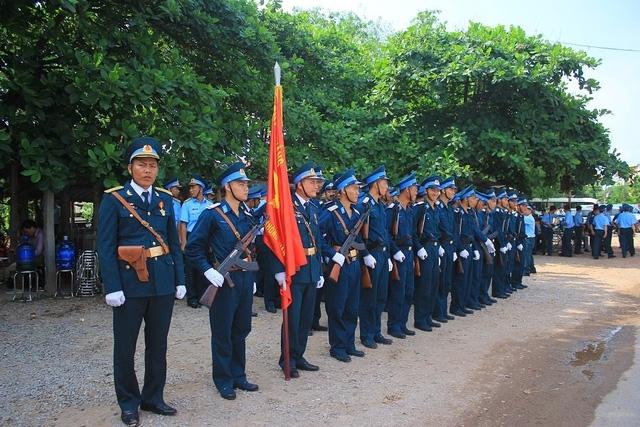 Lực lượng quân đội chuẩn bị nghi thức đón Đại tá Trần Quang Khải trở về quê nhà.