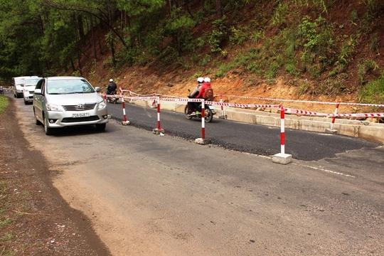 Đơn vị thi công giăng cọc, dây phân luồng đoạn đường xảy ra tai nạn
