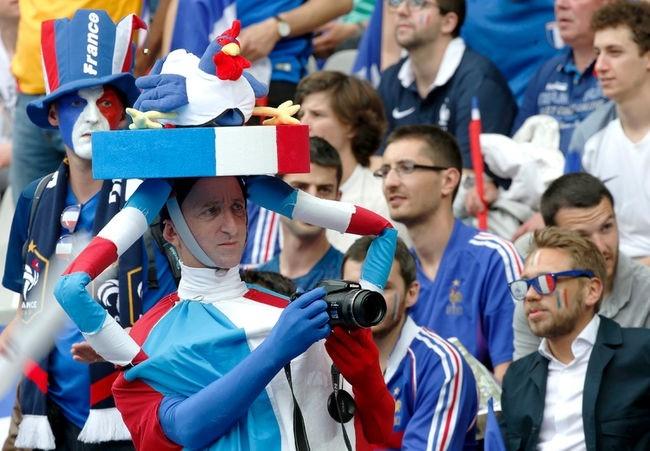 Muon kieu hoa trang cua co dong vien tai Euro 2016 hinh anh 2