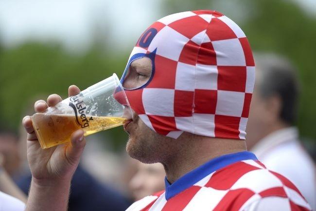 Muon kieu hoa trang cua co dong vien tai Euro 2016 hinh anh 16