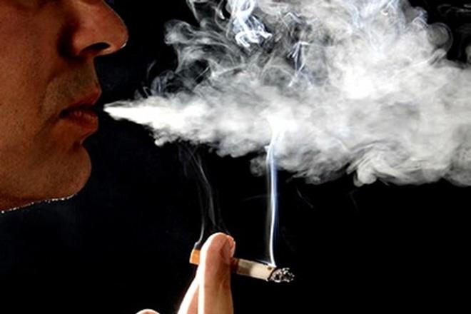 Sốc: Bé gái bị ung thư vòm họng vì hít khói thuốc thụ động - Ảnh 2.