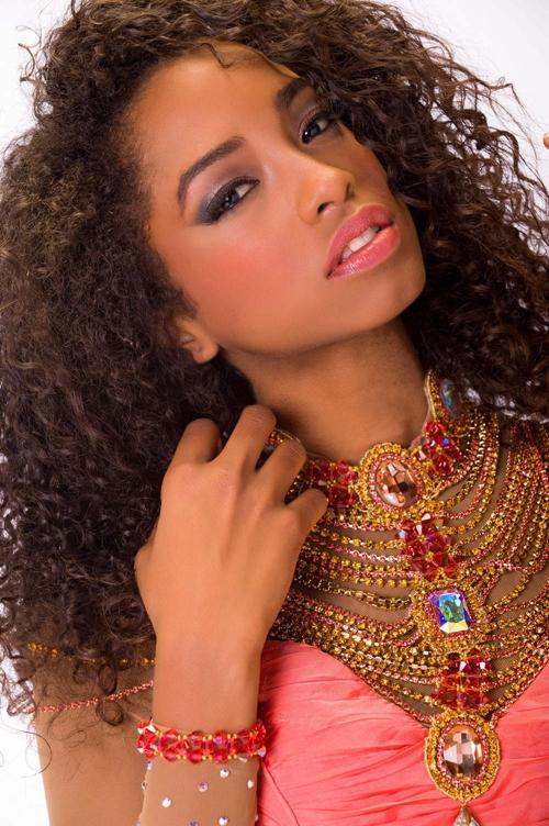 Vẻ đẹp khỏe khoắn của Hoa hậu Dominica 2016