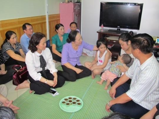 Lãnh đạo TP Hải Phòng đã đến thăm hỏi, động viên tặng quà gia đình Trung úy chuyên nghiệp Nguyễn Bá Thế