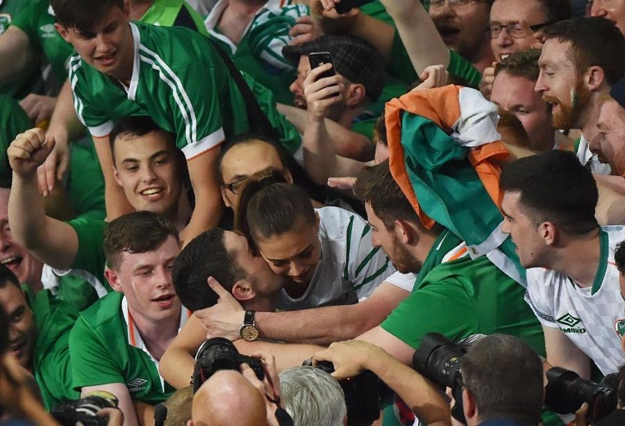 CDV tran nuoc mat khi CH Ireland danh bai Italy hinh anh 8