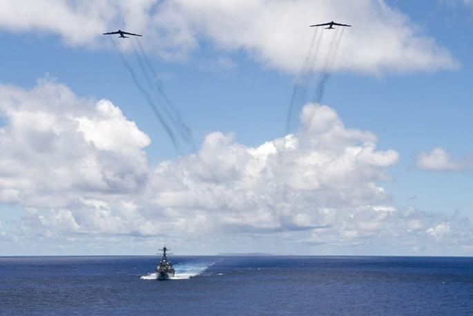 Mỹ biểu dương lực lượng quân sự hùng hậu trên Biển Đông - ảnh 2
