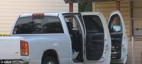 Chiếc xe gia đình nơi 2 em bé được phát hiện. Ảnh: KSLA