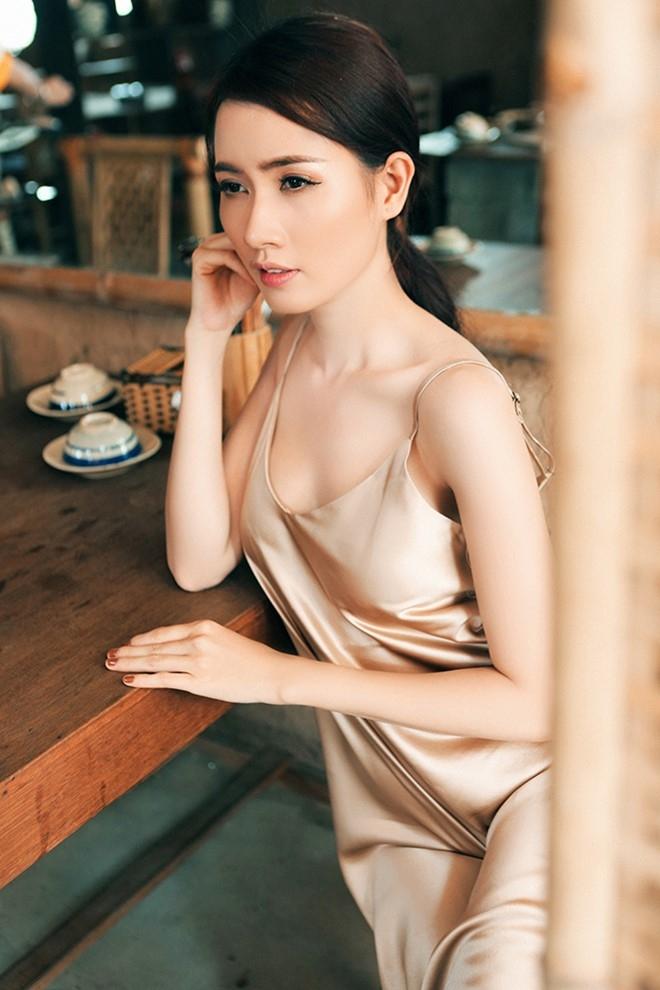 Phan Thi Mo dien dam hai day khoe vai tran hinh anh 5