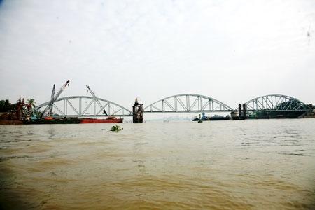 Cầu ghềnh bắc qua sông Đồng Nai đã hoàn thành và thông cầu kỹ thuật vào 0h ngày 25/6