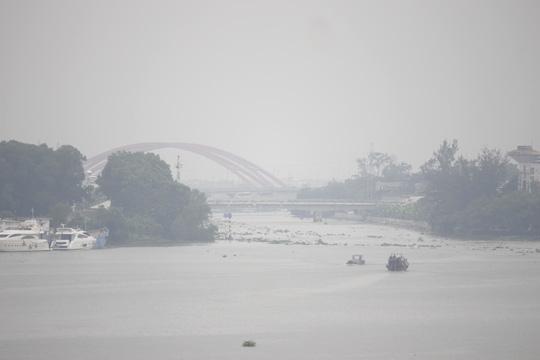 Khu vực quận Bình Thạnh góc nhìn từ cầu Sài Gòn cũng trong tình trạng tương tự.