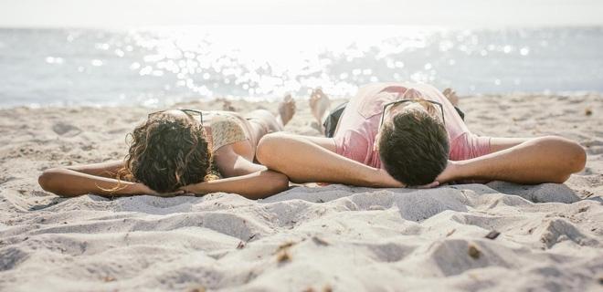 6 bí kíp giúp các cặp đôi không ngại sex trong những ngày hè - Ảnh 1.