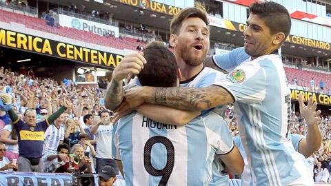 """""""Chiếc cúp cuộc đời"""" đang chờ Messi"""