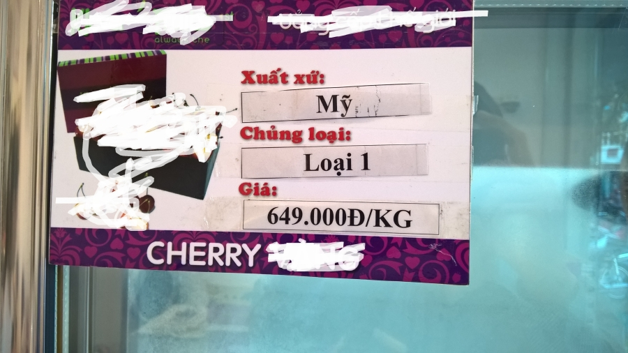 Một loại cherry có giá bán 650.000 đồng/kg, giá cao so với trên thị trường song không ai dám chắc đây là những sản phẩm có xuất xứ ở đâu