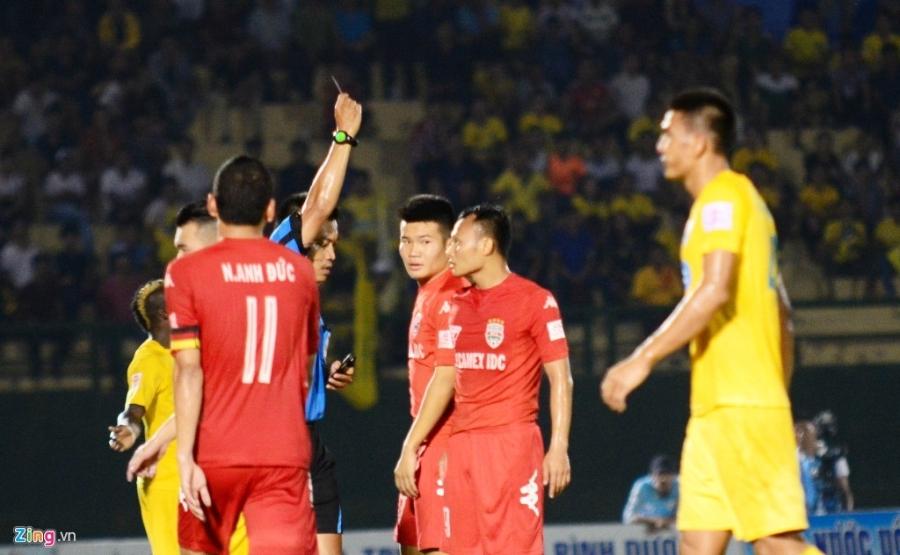 Trong Hoang nhan the do, Binh Duong thua Thanh Hoa 0-3 hinh anh 6