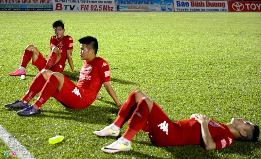 Trong Hoang nhan the do, Binh Duong thua Thanh Hoa 0-3 hinh anh 7