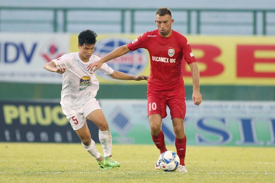 B.Bình Dương (áo đỏ) sẽ có trận đấu dự đoán nhiều hấp dẫn với Thanh Hoá ở vòng 13 (ảnh: Anh Hải)