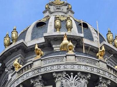 Lâu đài dát vàng bên hồ ở Hà Nội, tỷ phú di động 4.000 tỷ