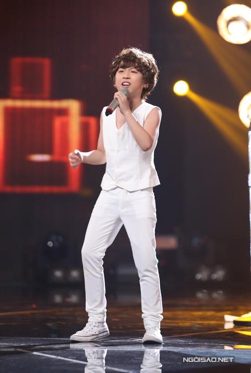 Cậu bé soái ca Gia Khiêm thể hiện hit Bay của Thu Minh. Ở phần đầu, cậu bé xử lý với giai điệu chậm, nhưng phần cuối lại bùng nổ khi cởi áo, khuấy động sân khấu.