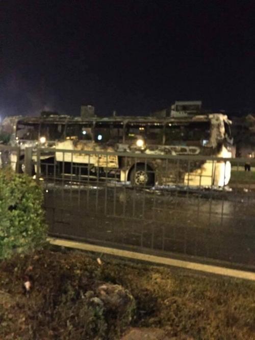 Nam Định: Xe khách 45 chỗ bất ngờ cháy trơ khung sắt trên đường - Ảnh 1